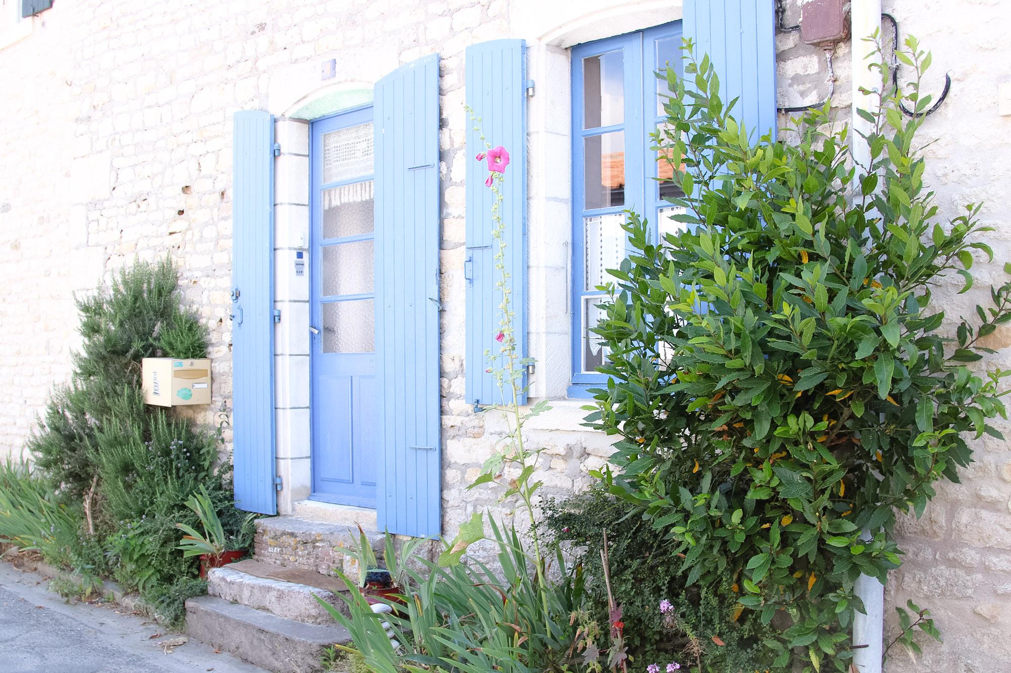 Elodie-Blog-village-arceau-volets-bleus-ciel