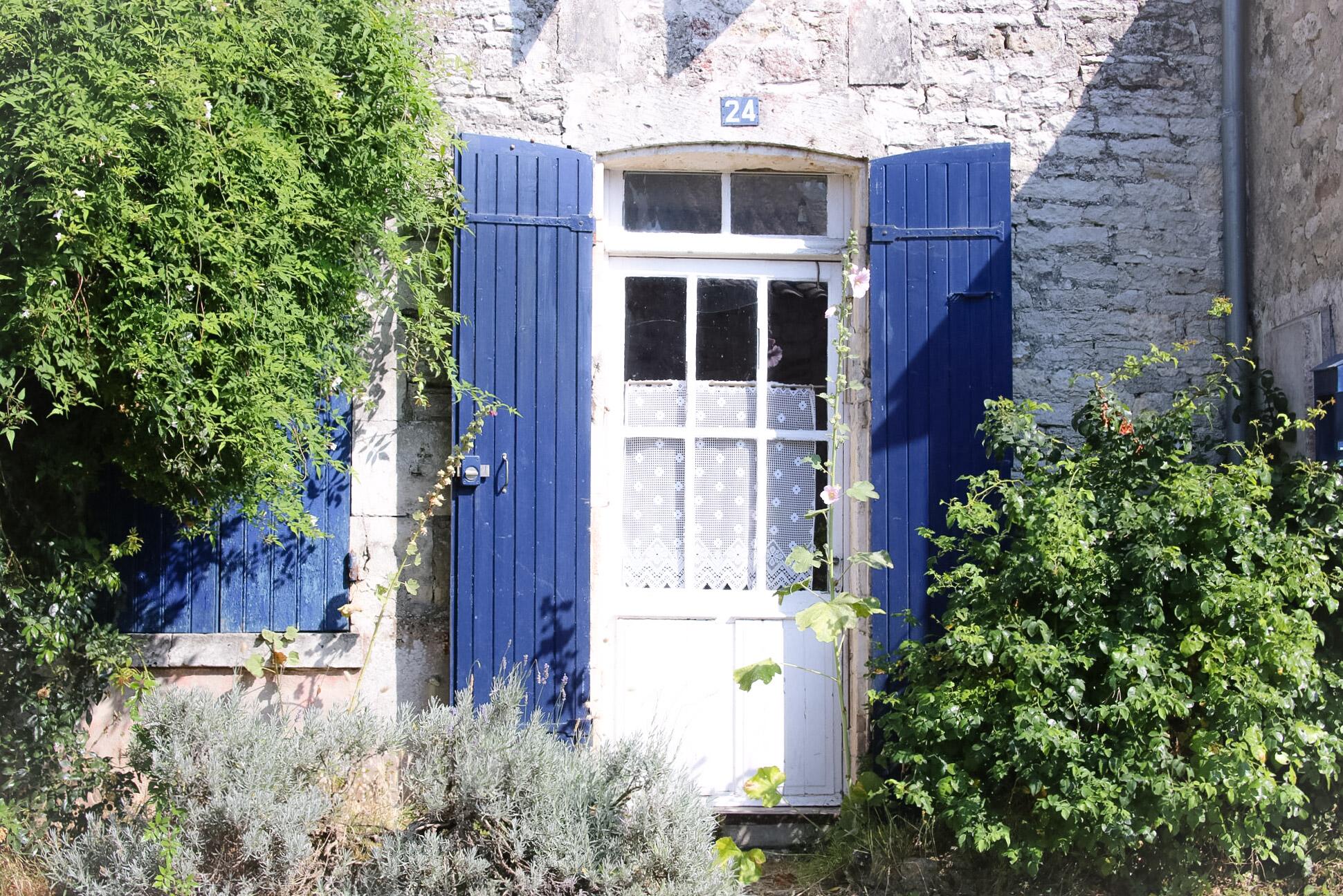 Elodie-Blog-village-arceau-volets-bleus