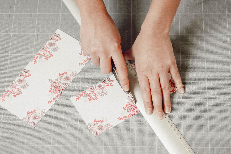 Marque places noël à imprimer pour votre table de réveillon. Cliquez pour découvrir mes marques-places illustrés | Cliquez pour découvrir l'article